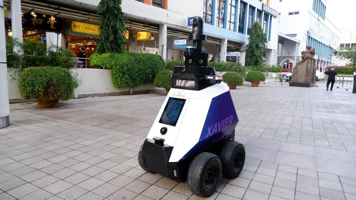 Xavier, le robot qui aide la Police dans les rues de Singapour