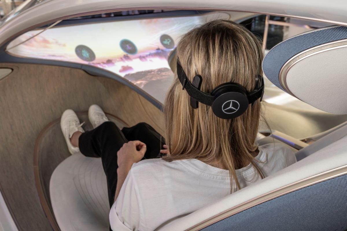 Mobil konsep yang dikendalikan pikiran ini memungkinkan Anda berpindah stasiun radio hanya dengan memikirkannya