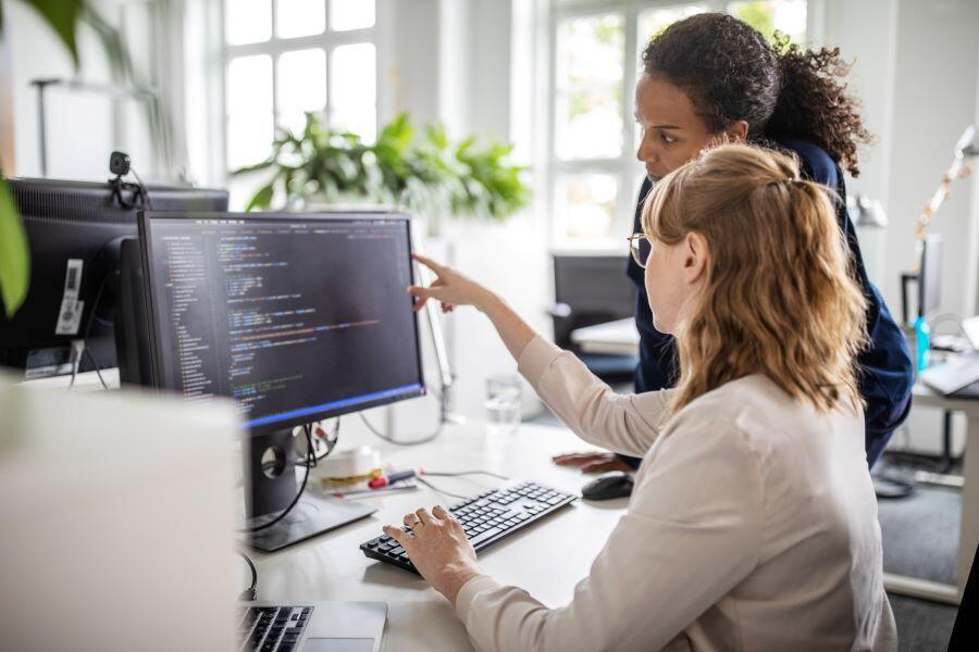 women-developers-pay-euqality-coding-programmers-gender-pay-gap.jpg