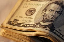 After hacks, Verizon cuts Yahoo price by $1.55 per customer
