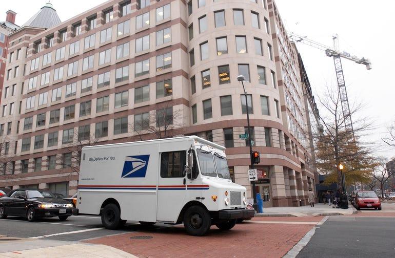 postal-service-in-city.jpg