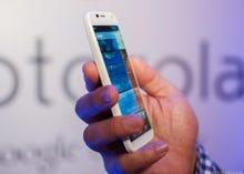 Motorola bets on customization features with $199 Moto X