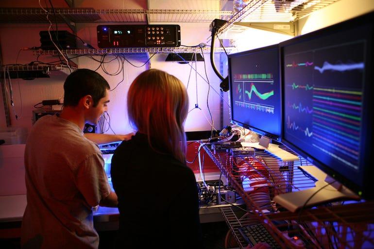 neural-recording-in-moritz-lab2.jpg