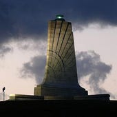600px-Wright_Brothers_Memorial-27527-1