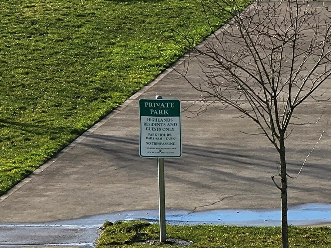 s21-ultra-park-sign-30x-zoom.jpg