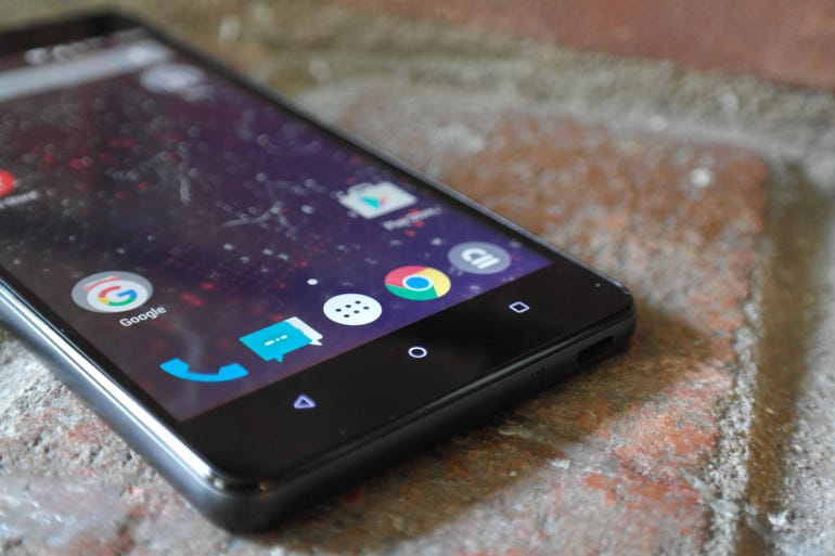 A phablet-sized phone for the privacy-minded