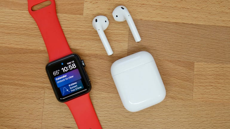 apple-watch-series-3-with-airpods.jpg