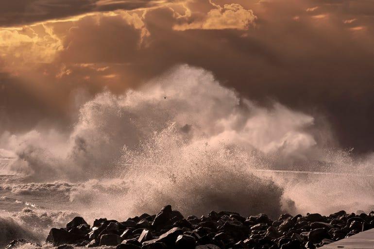 wavesistock-840590732.jpg