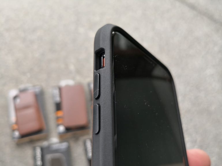 Side buttons and opening of the Rugged Case
