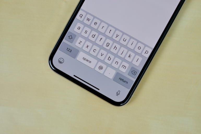 iphone-x-blank-space-below-keyboard.jpg