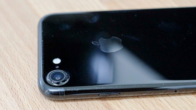 iphone-7-jet-black-3.jpg
