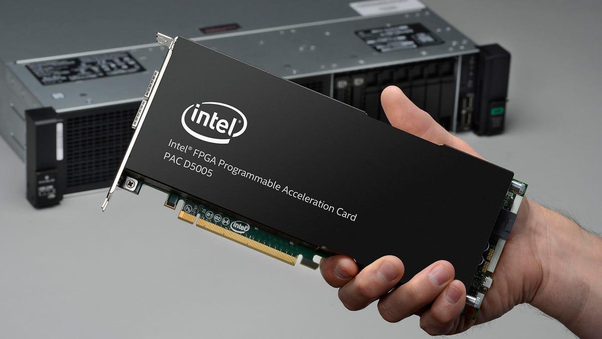 hpe-d5005-server-hand-16x9.jpg