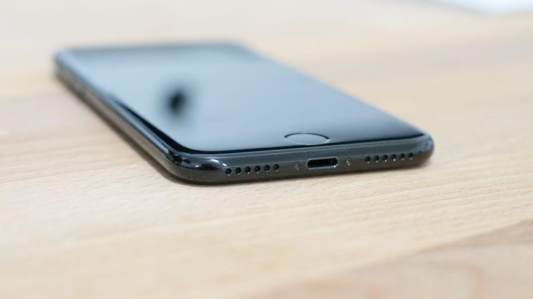 iphone-7-jet-black-8.jpg