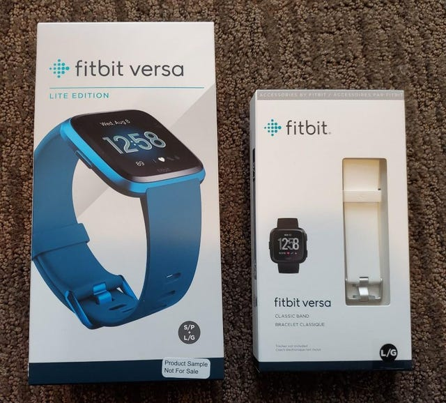 Fitbit Versa Lite and extra white Classic band