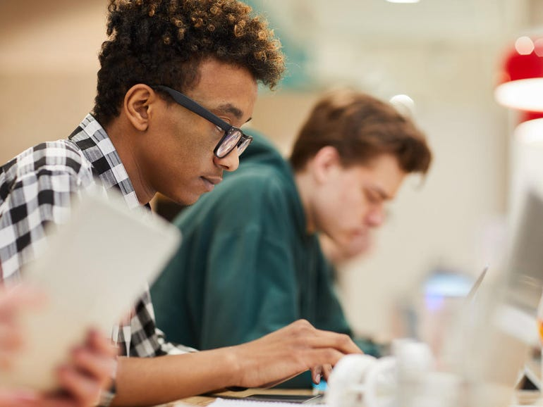 Apple offers free Swift, Xcode coding courses for teachers | ZDNet