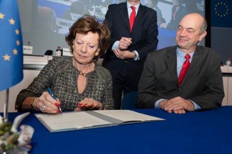 Neelie Kroes signing ceremony