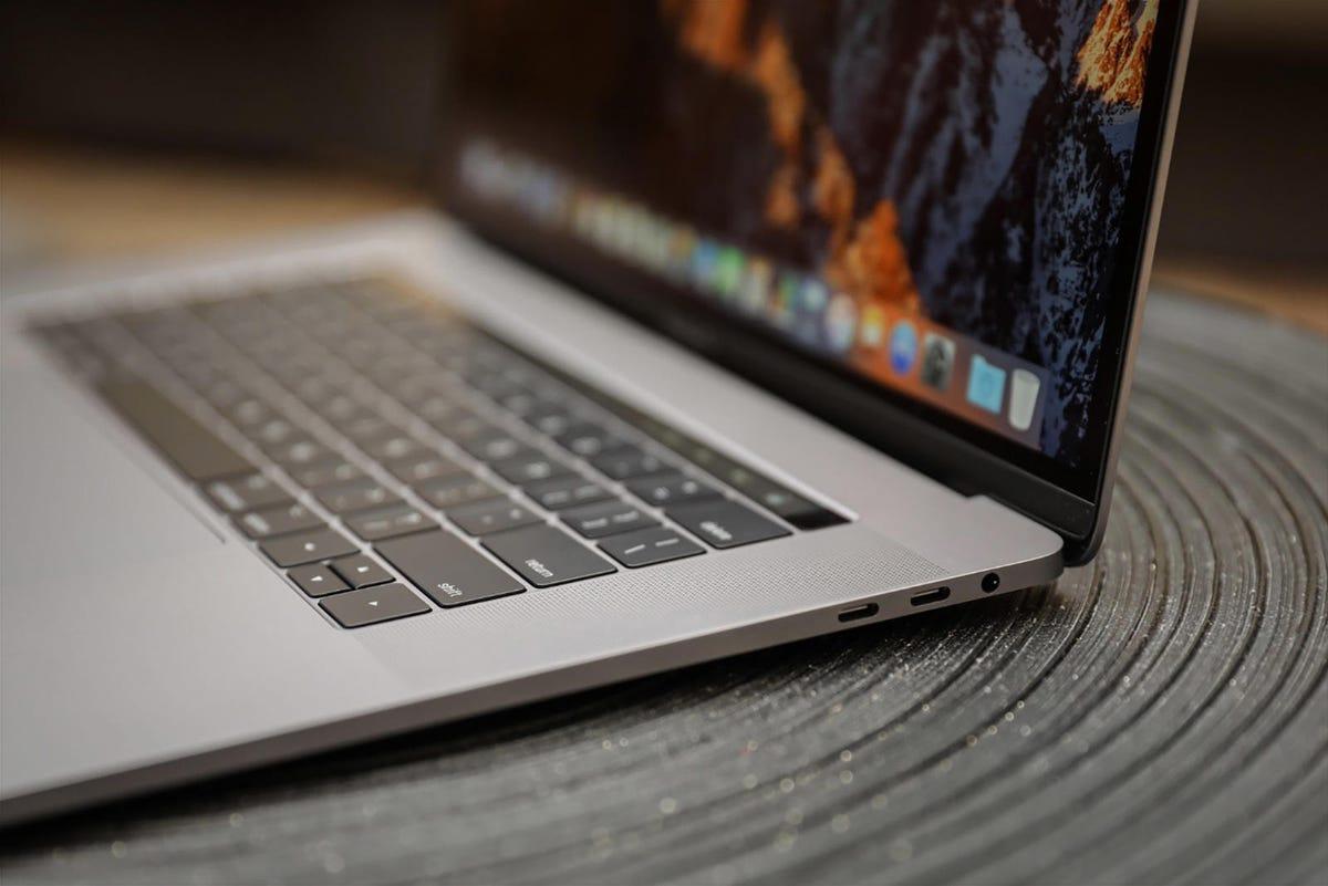 apple-macbook-pro-touch-bar-15-inch-2017-41941.jpg