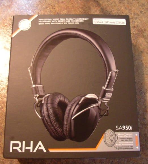 RHA SA950i headphones retail package