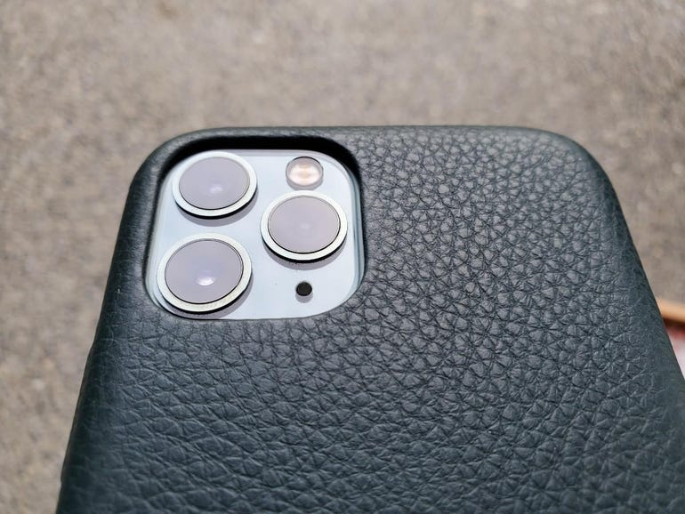 Ample rear camera opening