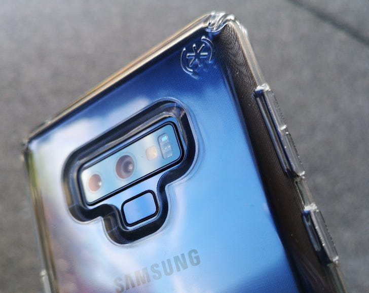 Blue Note 9 shown off in the Speck Presidio Stay Clear