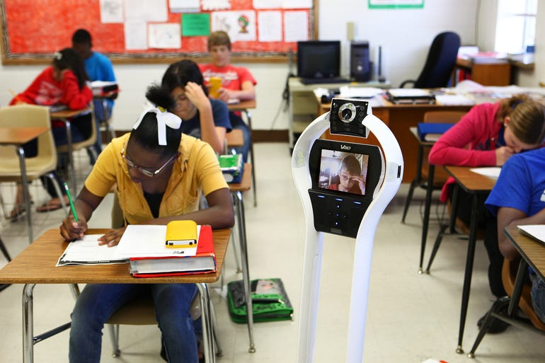 student virtually attends class