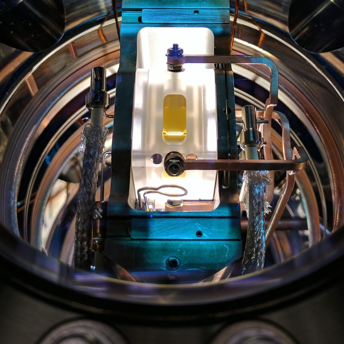 ion-trap-used-in-experiment-quantum-control-laboratory-university-of-sydney.jpg