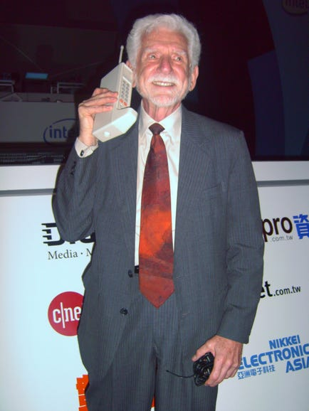 1973: The first cell phone call