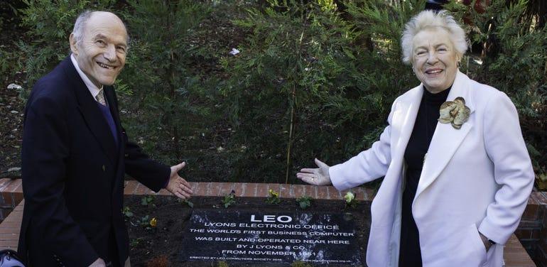 Frank Land and Dame Stephanie Shirley unveil LEO plaque