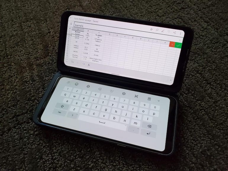 Excel with the keyboard on the bottom screen