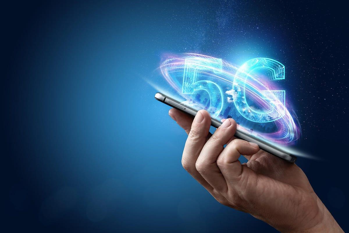 5g-becomes-a-nationwide-network-technology-shutterstock-1291282390.jpg