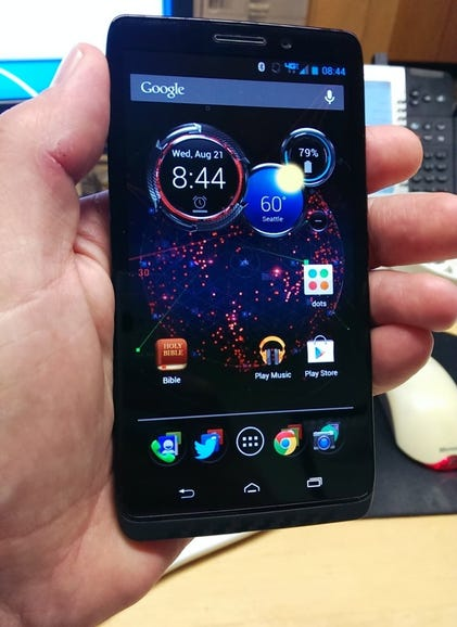 Droid Maxx in hand