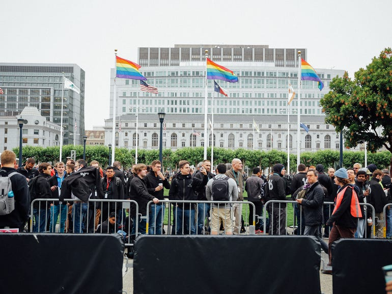 wwdc-crowd-and-exterior-8667.jpg