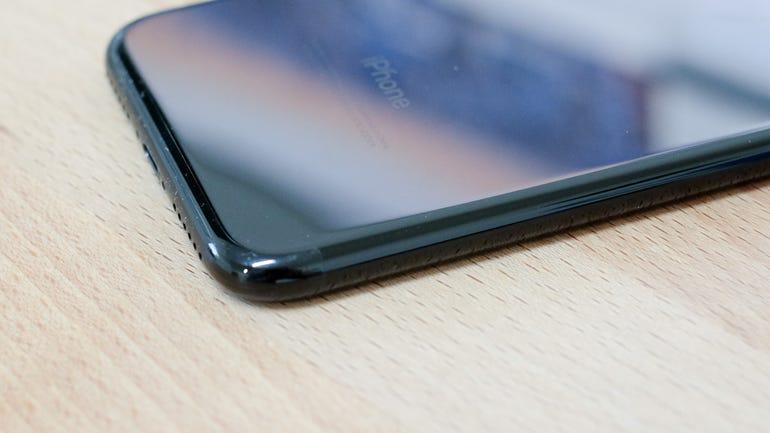 iphone-7-jet-black-2.jpg