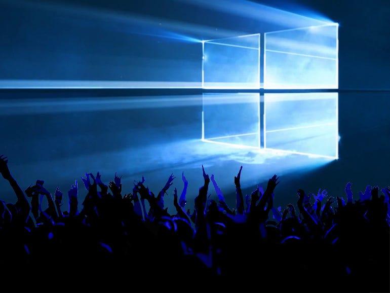 windows-10-crowd.jpg