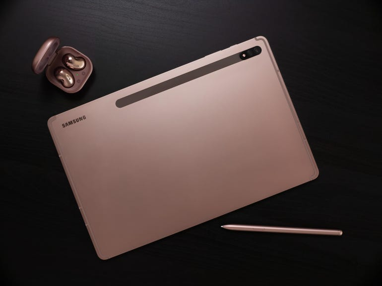 galaxy-tab-s7-and-buds-live-mystic-bronze-lifestyle