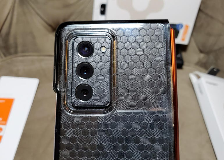 Rear cover shows off your phone color/style