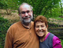 Two Ubuntu users: Steven and, Hulvia, his 79-year old mother-in-law.