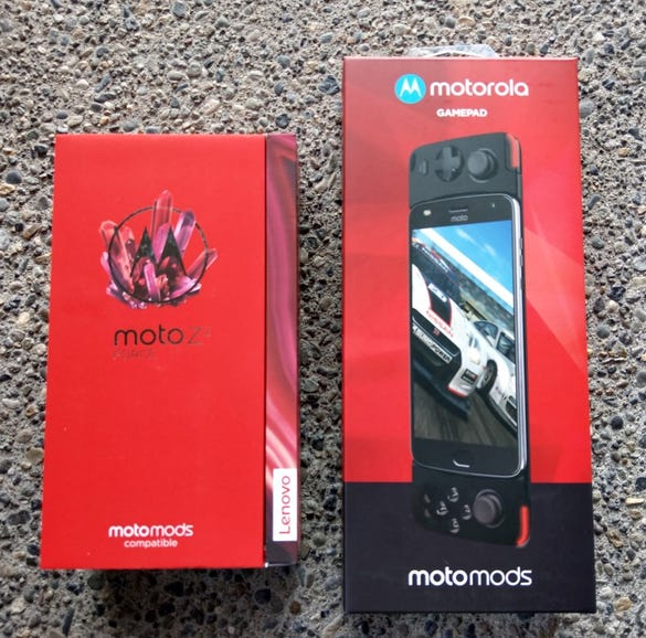 Moto Z2 Force and Gamepad retail packages