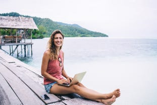 digital-nomad-woman.jpg