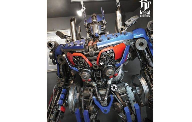 Dieselpunk recycled metal giant robot