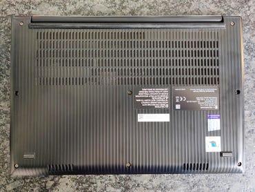 dynabook-portege-x40-j-11c-underside.jpg