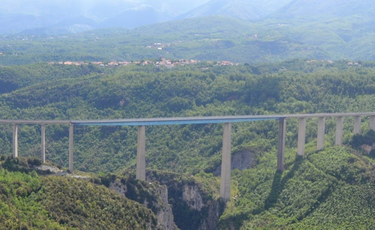 viadottoitaliaautostradaa3glabbwikipedia770x472.jpg