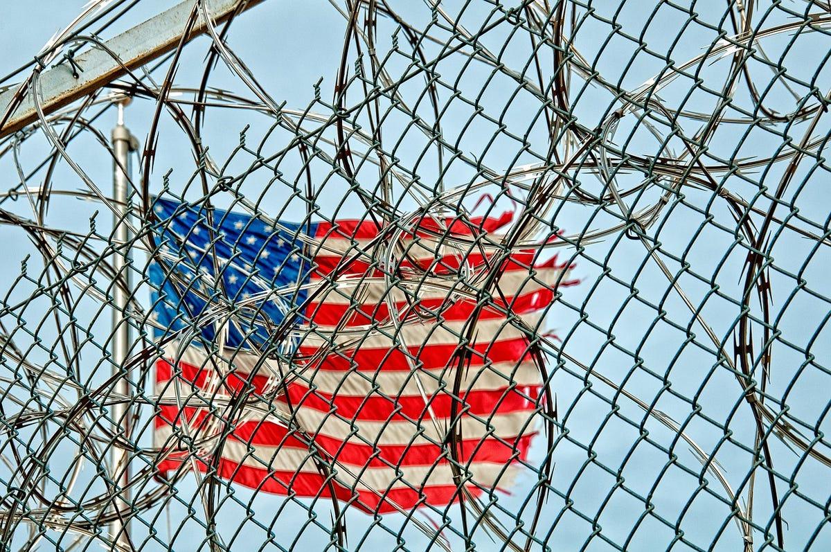 prison-3701121280-babawawa.jpg
