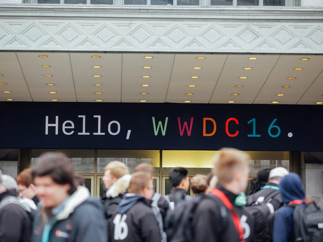 wwdc-crowd-and-exterior-8701.jpg