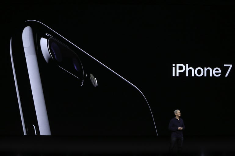 cook-and-iphone7.jpg