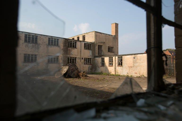 collegebuilding006.jpg