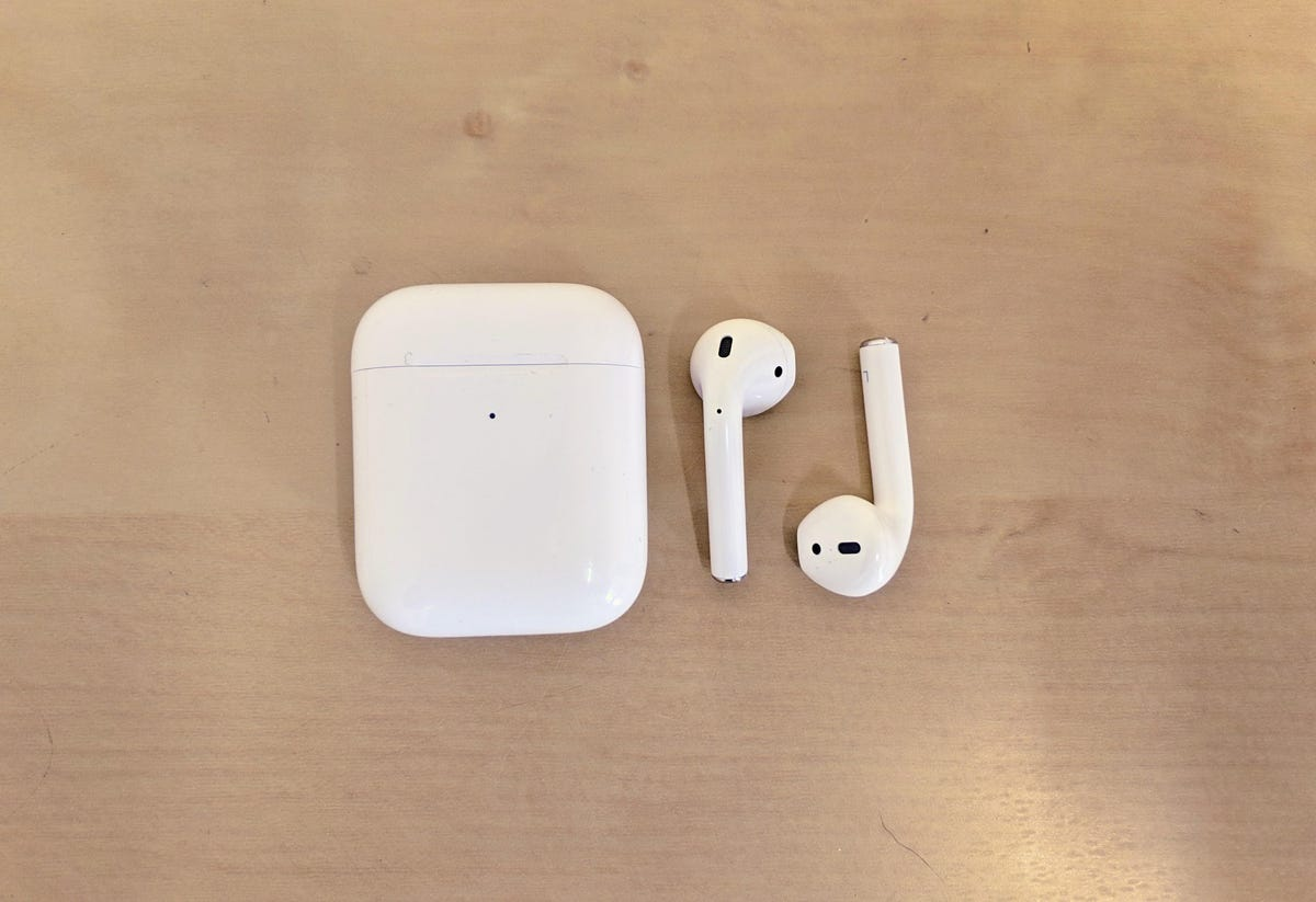airpods-2019-out-of-case.jpg