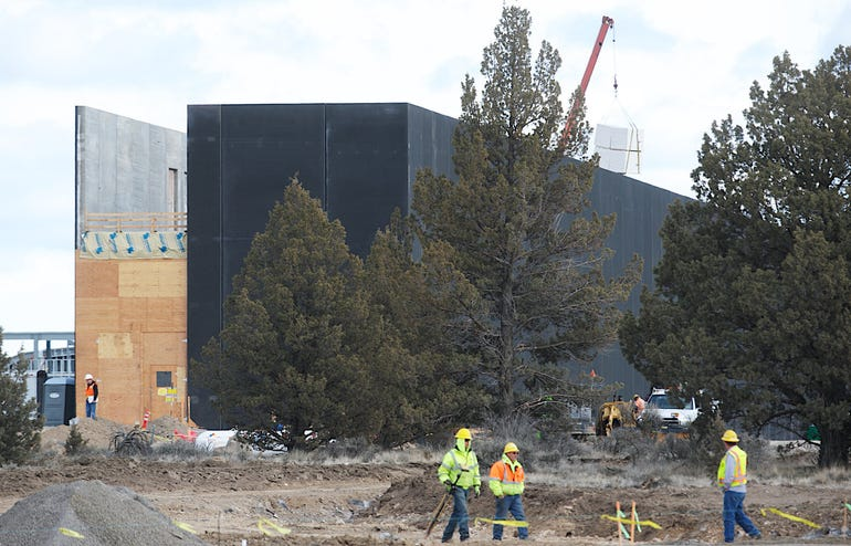Apple Datacenter construction in Pineville (from the Oregonian)