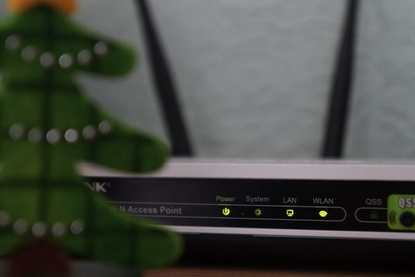 Mesh networking vs. traditional Wi-Fi routers: What is best for your home office?