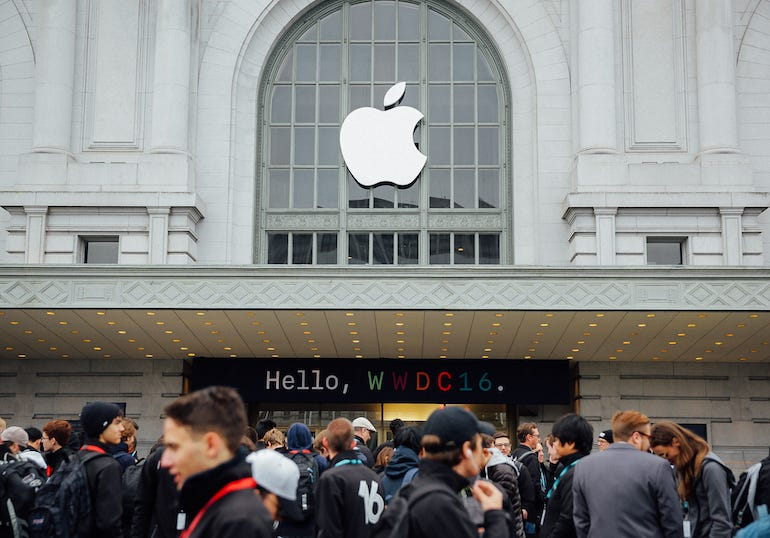 wwdc-crowd-and-exterior-8684.jpg